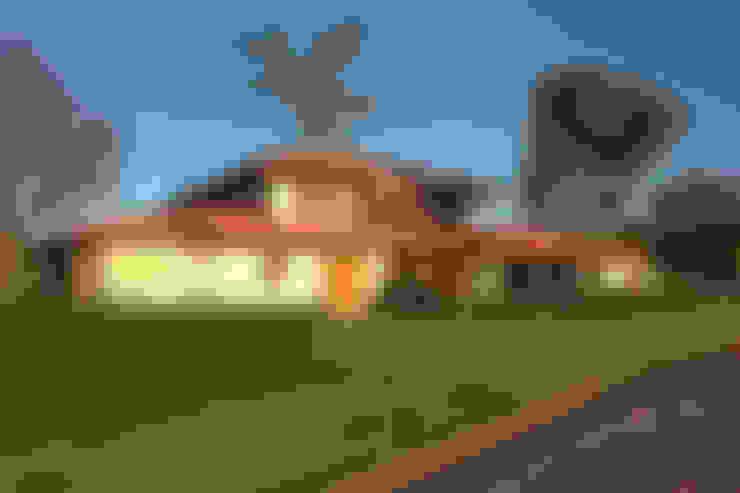 Casa charmosa em Monte Mor - SP: Casas  por Célia Orlandi por Ato em Arte