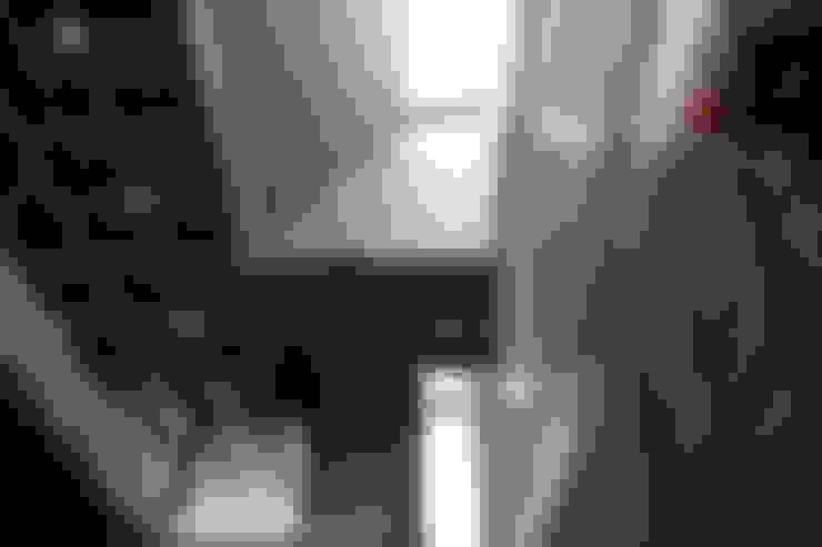 Ingresso & Corridoio in stile  di Apaloosa Estudio de Arquitectura y Diseño