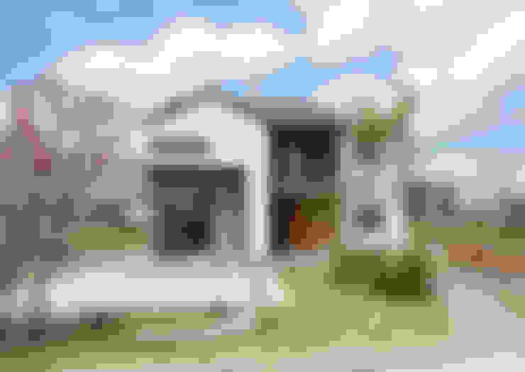 Rumah by 피앤이(P&E)건축사사무소