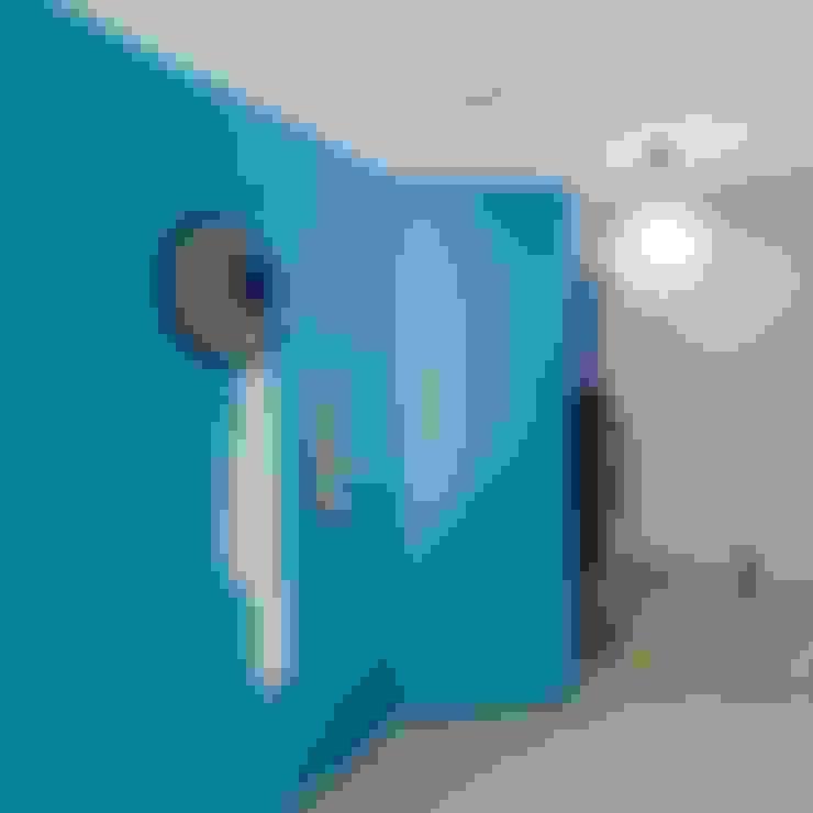 走廊 & 玄關 by Tiago do Vale Arquitectos