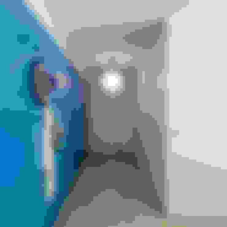 Corridor & hallway by Tiago do Vale Arquitectos