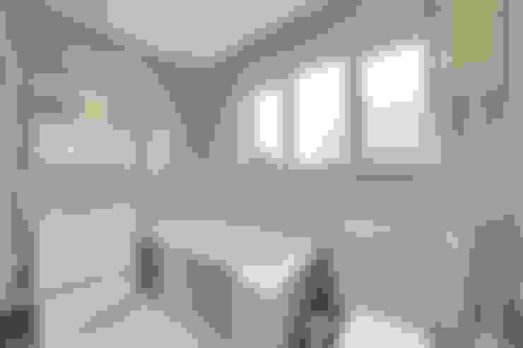 Bathroom by POWER 2 BUILD LTD