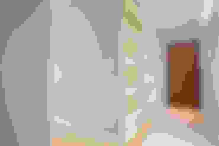 Pasillos y recibidores de estilo  por MmArchi.  I  Monica Maraspin Architetto
