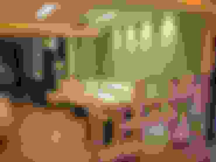 Salas / recibidores de estilo  por KEYSTONE DESIGN STUDIOS