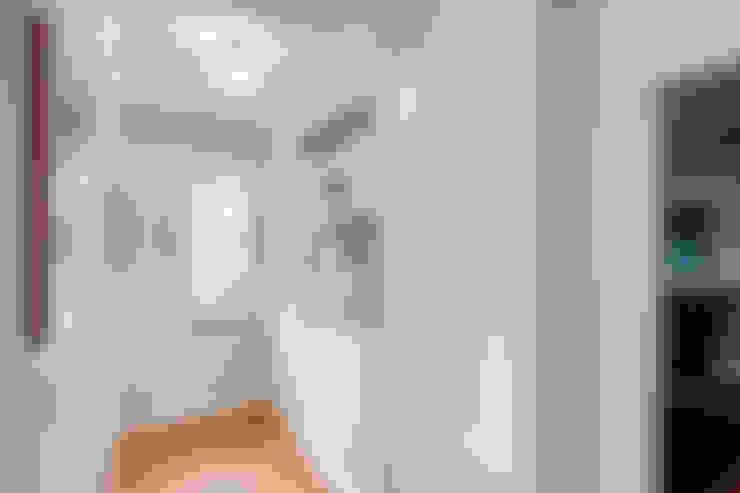 Couloir et hall d'entrée de style  par Studio Design LLC