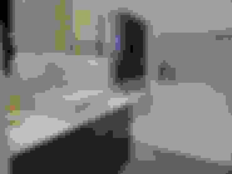 Banheiro do casal - Suite: Banheiros  por Maria Helena Torres Arquitetura e Design