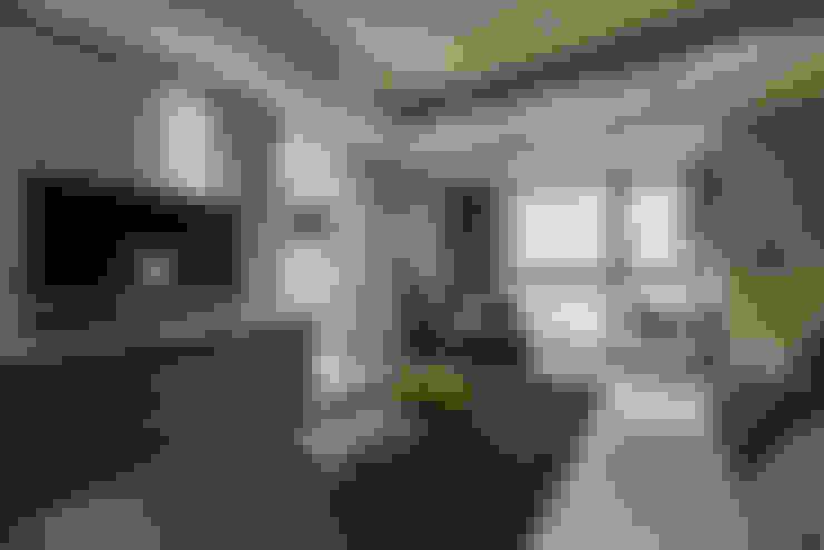Schlafzimmer von CJ INTERIOR 長景國際設計