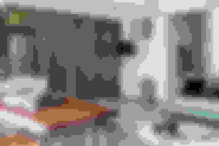 Living room by 潤澤明亮設計事務所