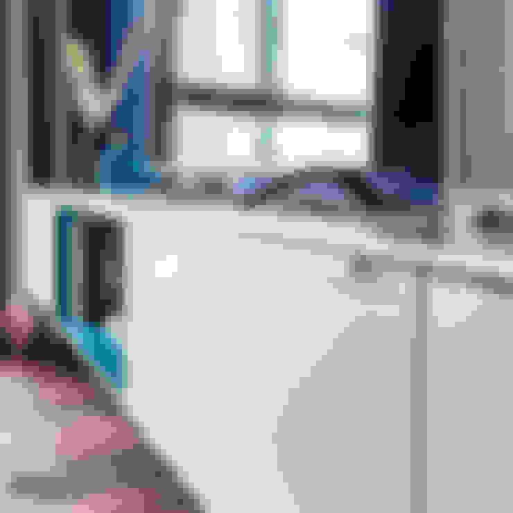 Nadmorski apartament: styl , w kategorii Salon zaprojektowany przez SAS