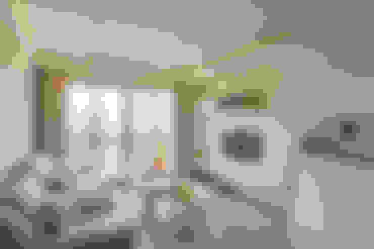 Salas de estar  por 思維空間設計
