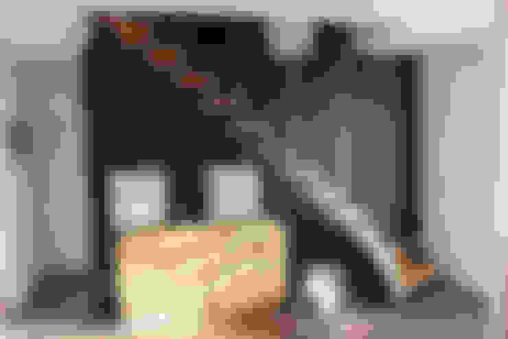 Escalier bois et sa harpe: Couloir et hall d'entrée de style  par Passion Escaliers