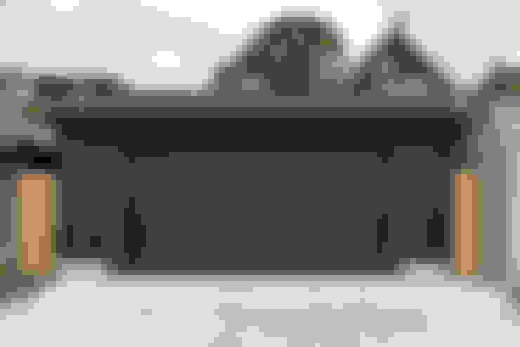 Family Garage and Sauna:  Garage/shed by STUDIO Z