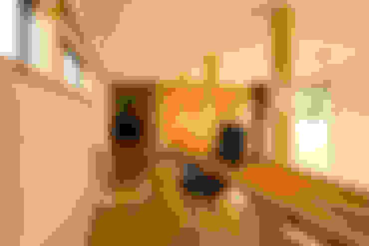 Study/office by 中山大輔建築設計事務所/Nakayama Architects