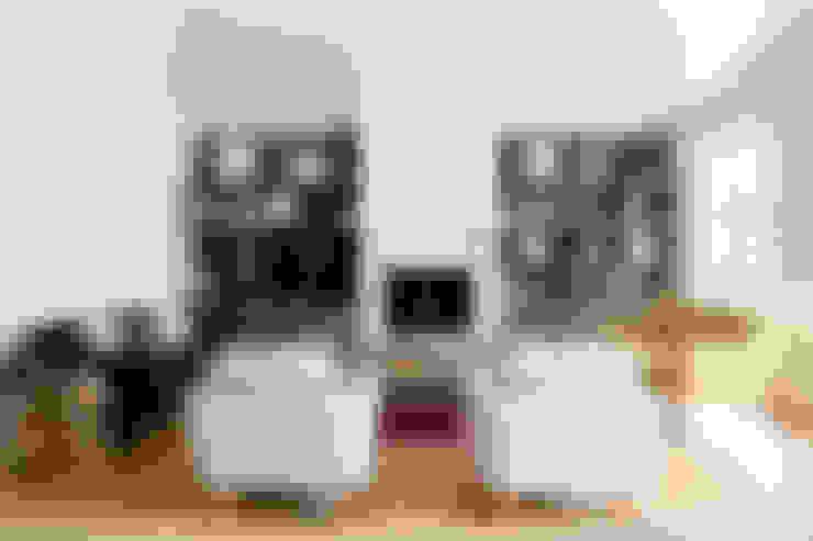 House Oranjezicht:  Living room by ATTIK Design