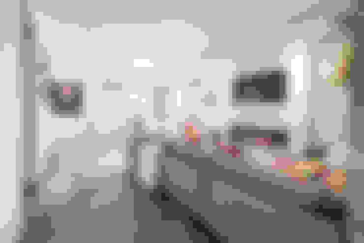 Living room by BLDG Workshop Inc.