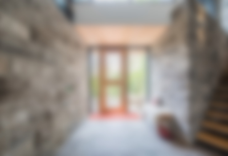 Mad River Chalet:  Corridor & hallway by BLDG Workshop Inc.