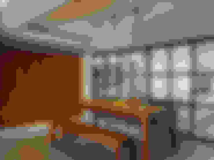 上城魅力,灰調美式:  露臺 by 陶璽空間設計
