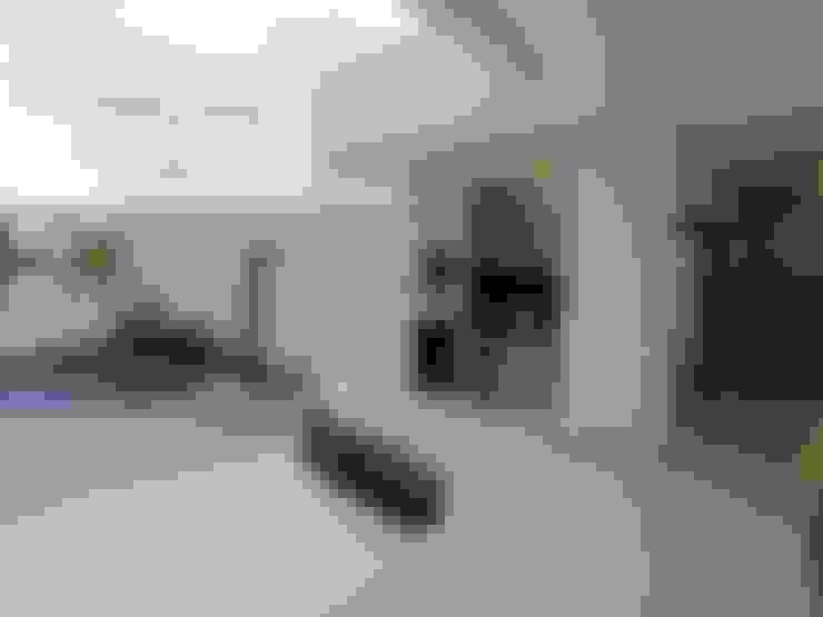 Jardines de estilo  por Cia de Arquitetura