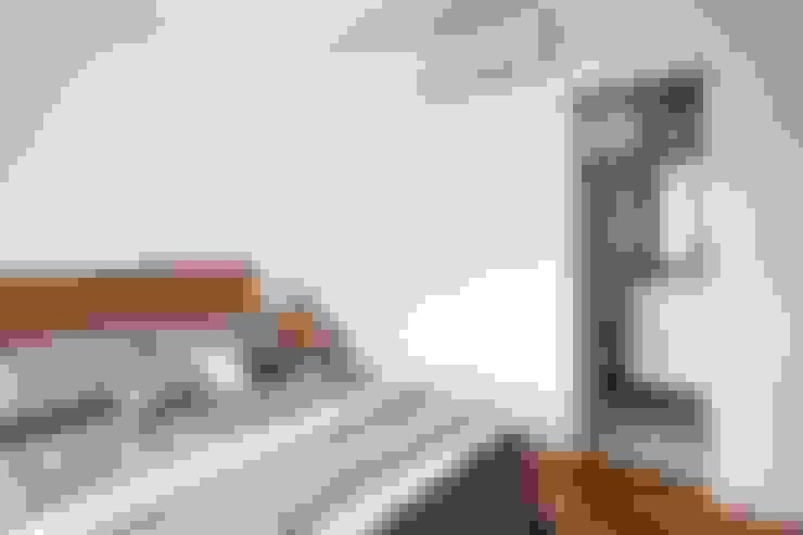 Phòng ngủ by INÁ Arquitetura