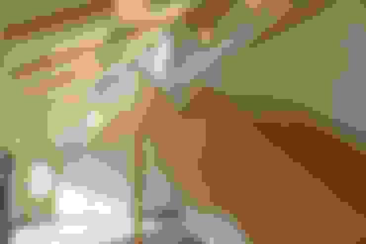 Solarsense:  Corridor & hallway by Askew Cavanna Architects