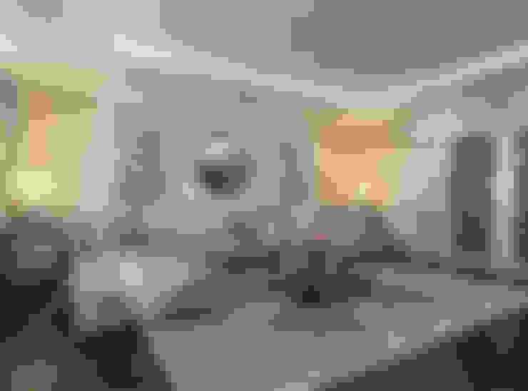 Гостиная 30 кв. м в классическом стиле: Гостиная в . Автор – Студия интерьера Дениса Серова