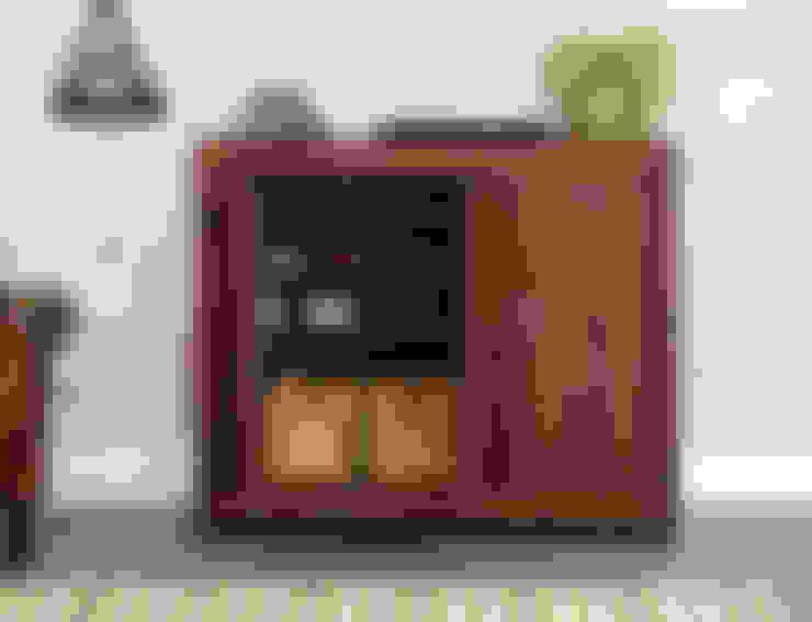 Прихожая, коридор и лестницы в . Автор – Big Blu Furniture