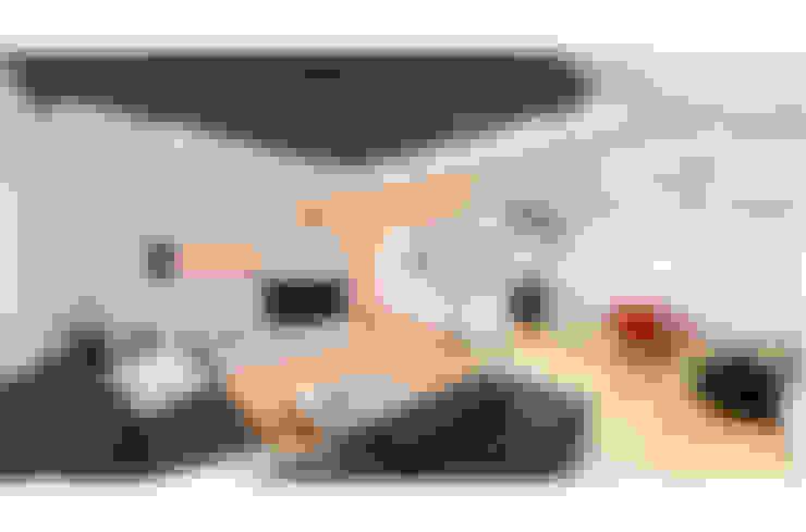BM HOUSE: Soggiorno in stile  di SANSON ARCHITETTI