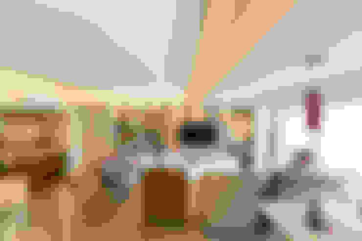 ECP   Estar: Salas de estar  por Kali Arquitetura