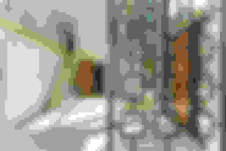 Rockcliffe Park:  Corridor & hallway by Flynn Architect