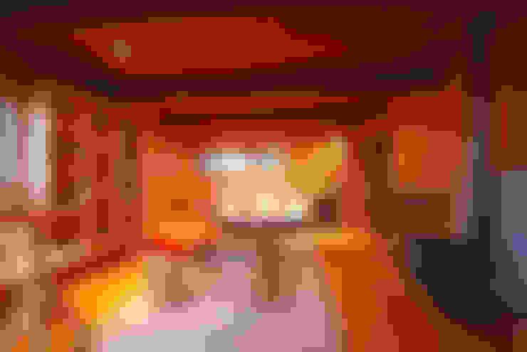 Casa Muelle: Estudios y biblioteca de estilo  por Jonás Retamal Arquitectos