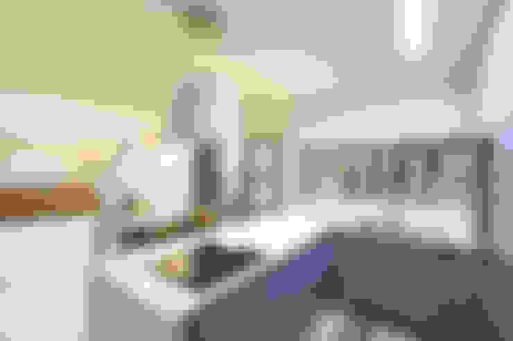 거실을 마주한 주방: 주택설계전문 디자인그룹 홈스타일토토의  주방