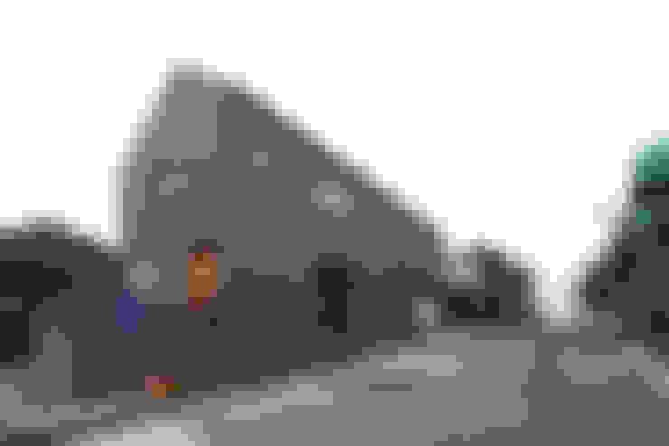 도로변에서 본 외관: 주택설계전문 디자인그룹 홈스타일토토의  주택