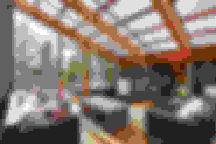 West hawk Lake Cottage:  Conservatory by Unit 7 Architecture