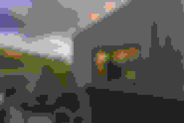 房子 by ÜberRaum Architects