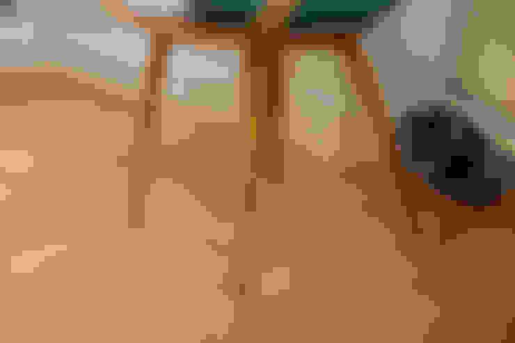 Phòng khách by Timothy James Interiors