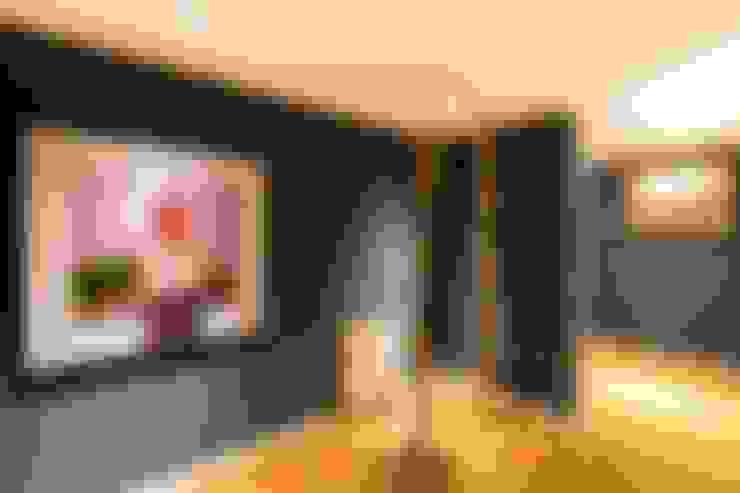 走廊 & 玄關 by Interiores B.AP