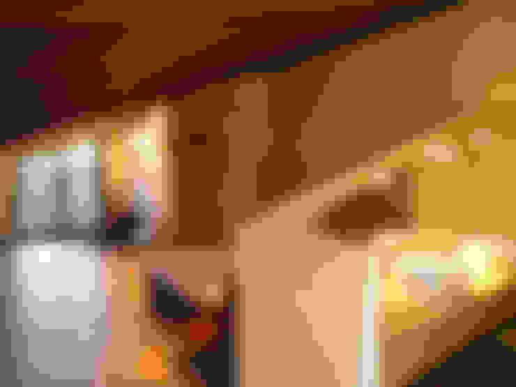 Dormitorios de estilo  por architetture e restauri biocompatibili