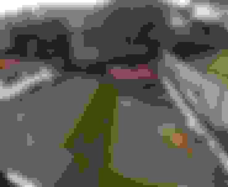 Rehabilitación de vivienda en la localidad de Penco: Jardines de estilo  por ARQUITECTURA E INGENIERIA PUNTAL LIMITADA
