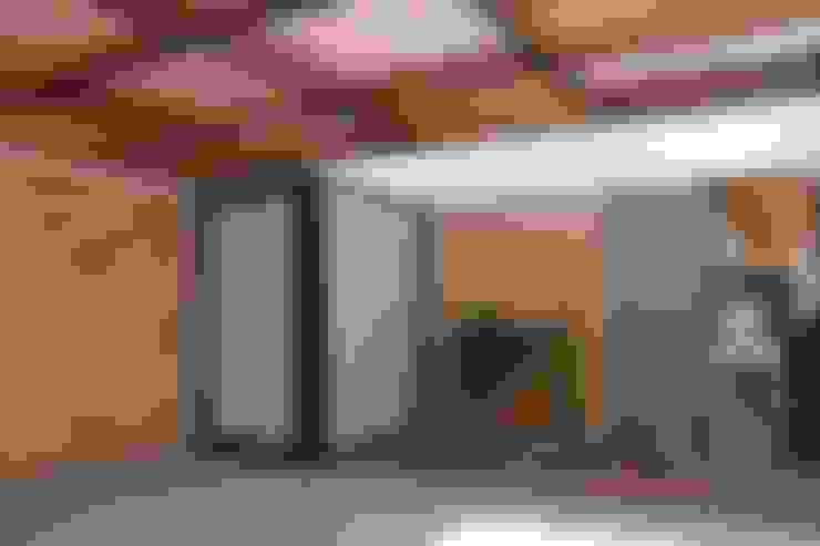 Garage/shed by Cornetta Arquitetura