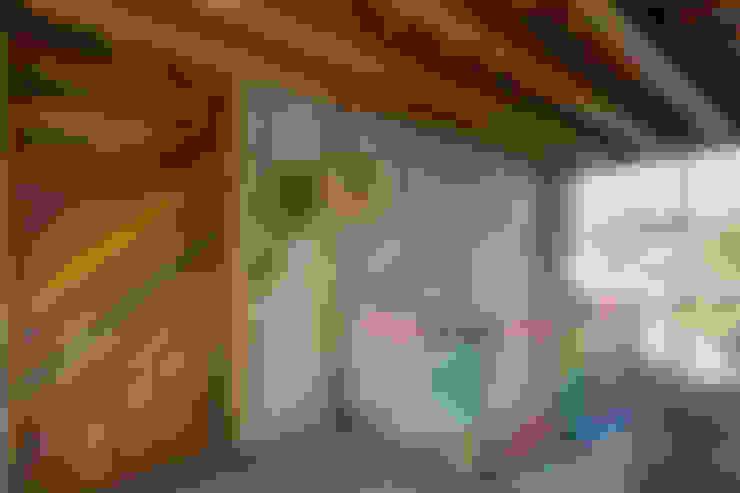 Pasillos y hall de entrada de estilo  por MORADA CUATRO