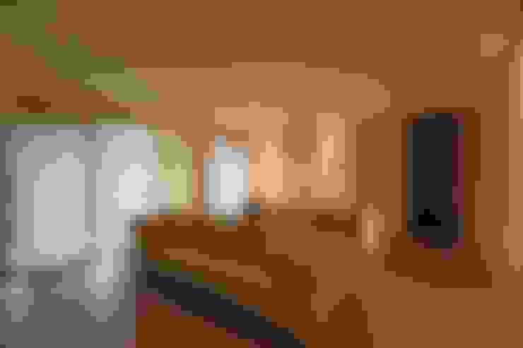 Salas / recibidores de estilo  por RO|a_