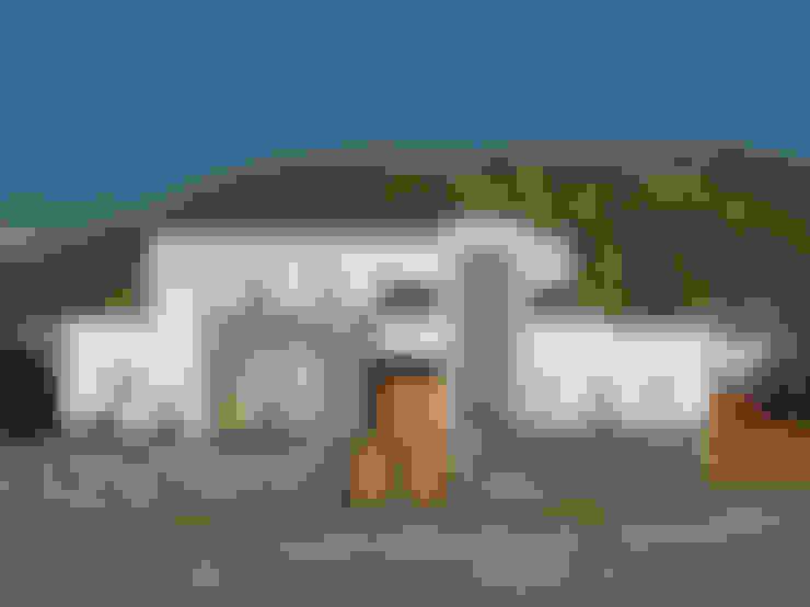 Casa Moderna 1: Casas de estilo  por Marcelo Roura Arquitectos