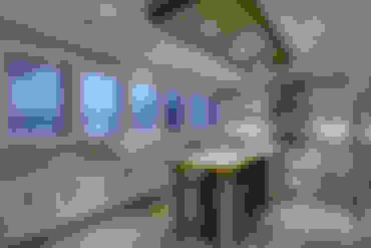 57 Paintbrush Park:  Kitchen by Sonata Design