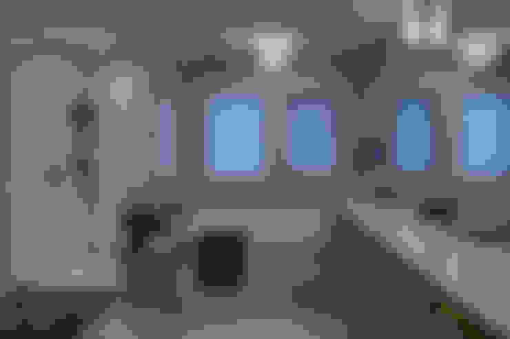 57 Paintbrush Park:  Bathroom by Sonata Design