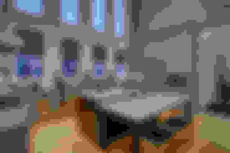 53 Paintbrush Park:  Kitchen by Sonata Design