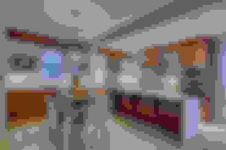 61 Paintbrush Park:  Kitchen by Sonata Design