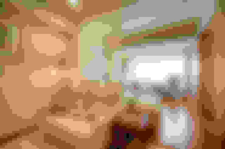 鄉村簡僕清靜典雅:  客廳 by 名昶室內設計