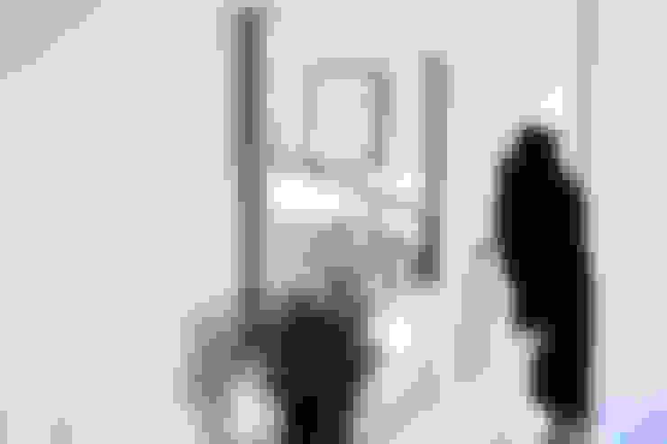 T0 estilo nórdico: Corredores e halls de entrada  por Perfect Home Interiors