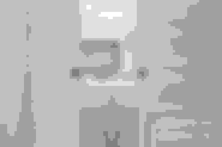 Casa Fenice : Finestre in stile  di melania de masi architetto