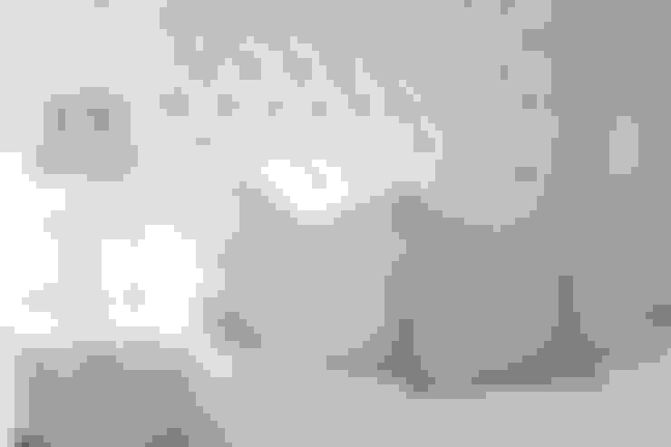 Main Bedroom:  Bedroom by Tru Interiors